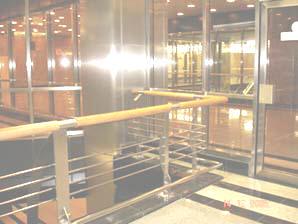 Конструкции из нержавеющей стали: облицовка колонн из зеркальной нержавеющей стали