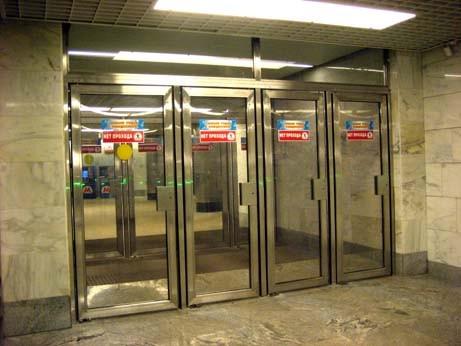 метро входные двери